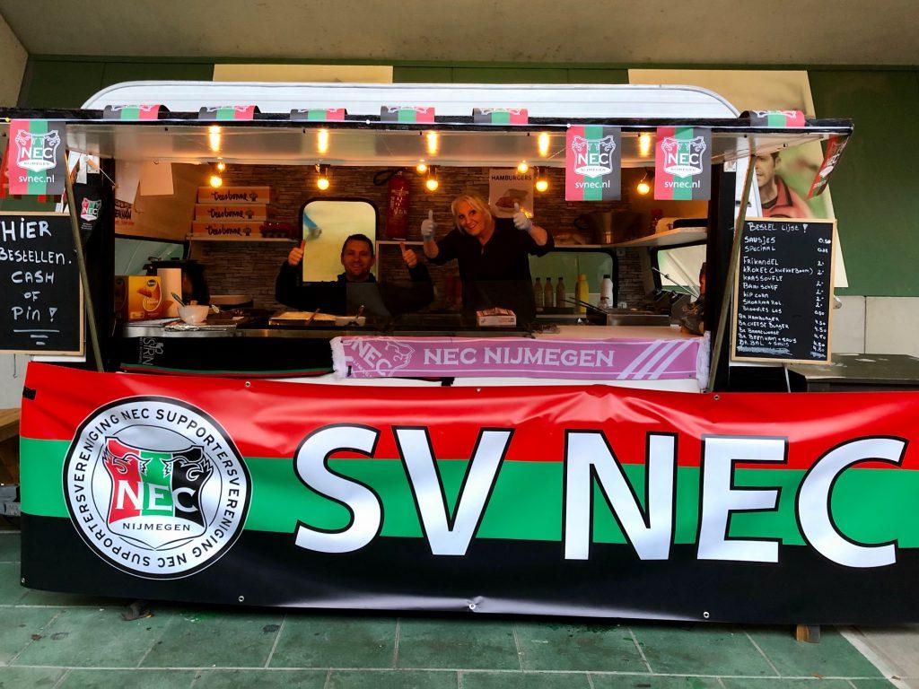 Afbeelding voor SV zorgde voor eigen snackkar naar Jong AZ