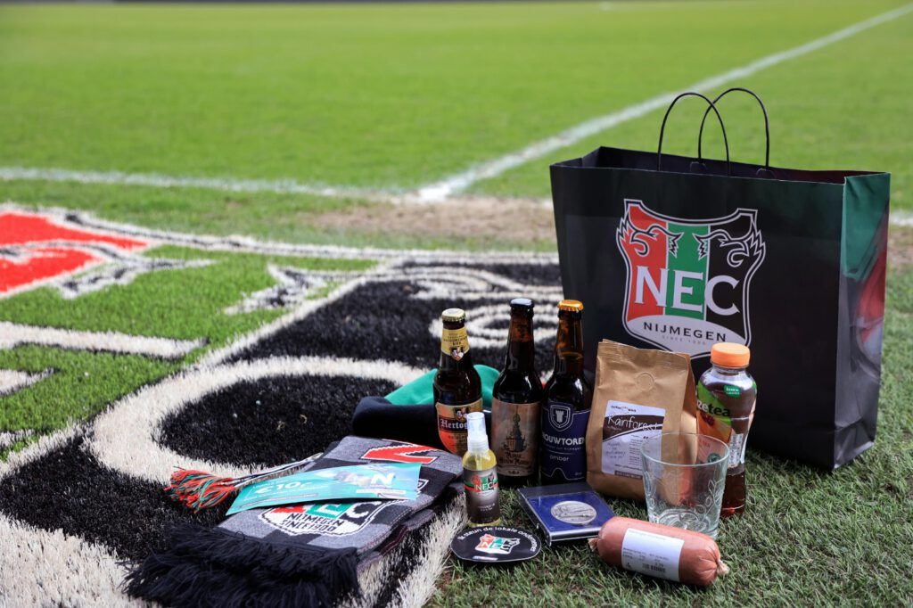 Afbeelding voor Teske veur Thuus: N.E.C. supporters steunen de lokale ondernemers